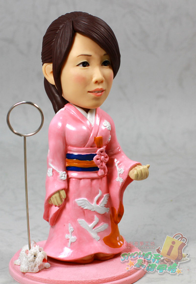 > 粉红日本和服女