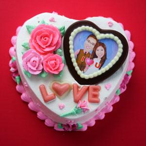 6吋心型巧克力蛋糕,粉红色奶油玫瑰花,巧克力相片,love巧克力字,附赠图片